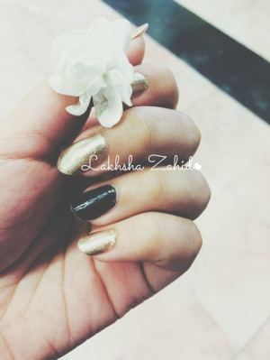 Golden Nailpolish